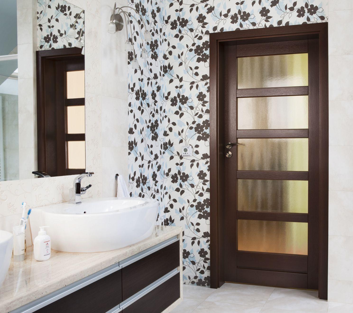 Rodzaje drzwi łazienkowych