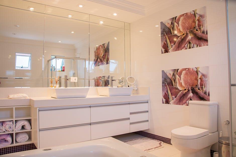 Dekoracja łazienki – jaką pełni funkcję?