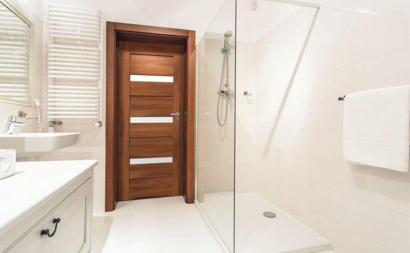 Idealne drzwi do łazienki – jakie wybrać?