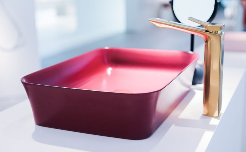 Kolorowa łazienka z umywalkami Ipalyss